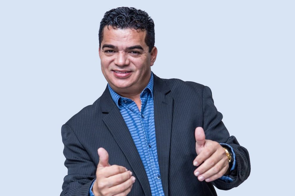 Hiran Delmar apresenta show de humor no Benfica