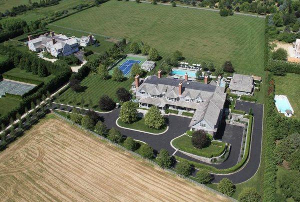 Um giro pela mansão com aluguel mais caro nos Hamptons