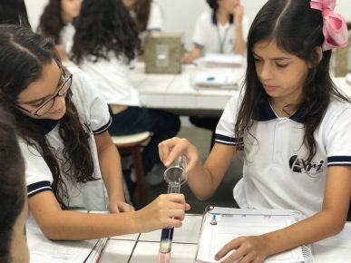 Laboratórios de Ciências da Natureza do Colégio Ari de Sá apostam na experimentação como método de aprendizagem