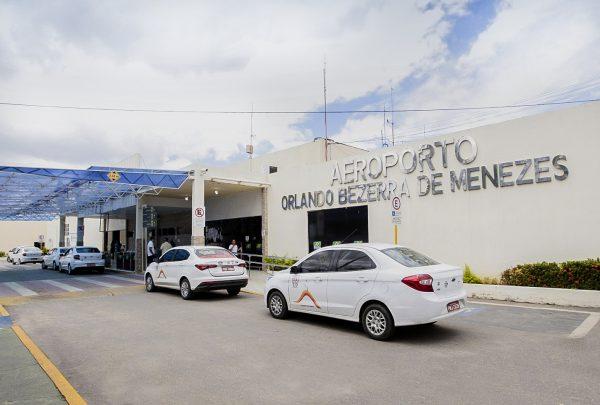 GOL vai operar voos diários de Fortaleza para Juazeiro do Norte, anuncia Camilo Santana