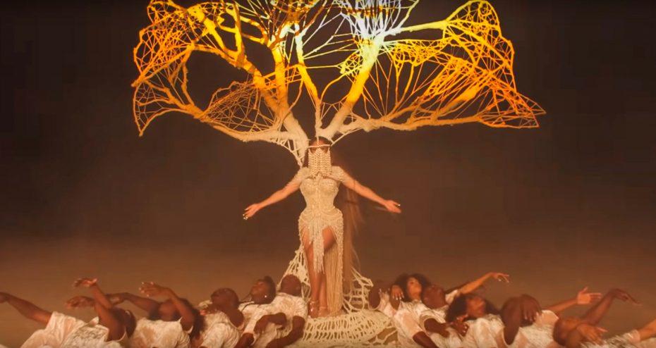 """Beyoncé usa peça de grife brasileira no clipe de """"Spirit"""", parte da trilha sonora do filme """"O Rei Leão"""""""