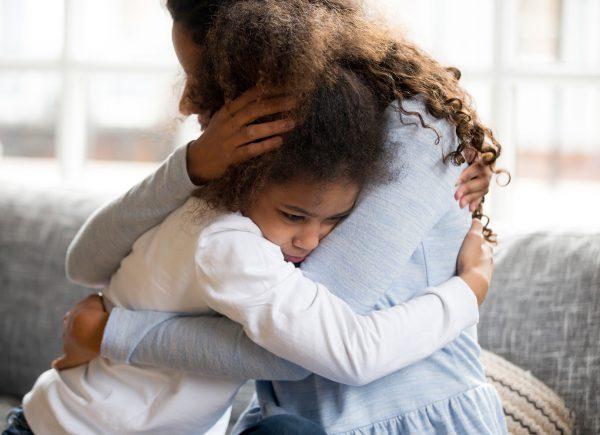"""""""Precisamos falar sobre depressão infantil"""", enfatiza psicóloga Clarissa Leão"""
