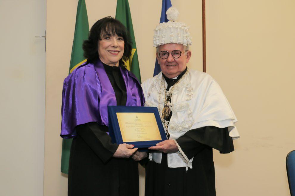 Angela Gutiérrez recebe título de Professora Emérita da UFC