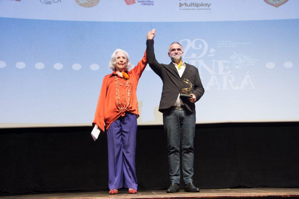 """""""O Brasil vai vencer pela arte"""", diz Fernanda Montenegro na abertura do Cine Ceará"""