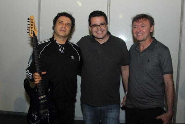 Frejat assina guitarra que irá compor acervo do Hard Rock Cafe