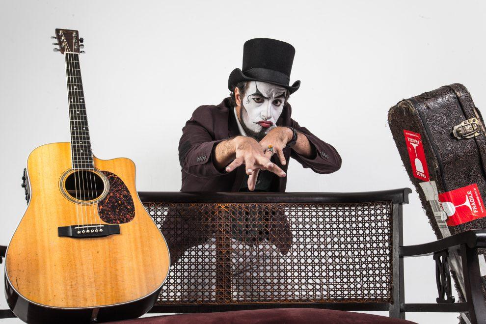 Fernando Anitelli do grupo Teatro Mágico faz show em Fortaleza neste sábado (31)