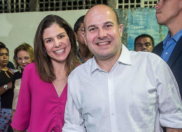 Roberto Cláudio e Carol Bezerra inauguram o Projeto Leitura na Praça