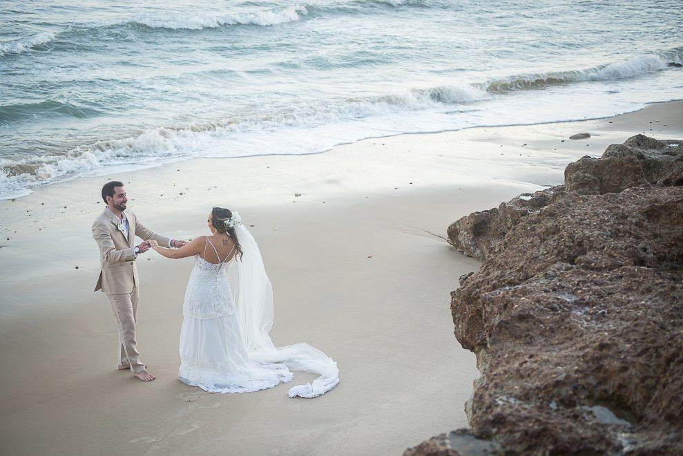 """O """"sim"""" de Rafael Batista e Gabriela Guedes na Praia da Taíba; veja o registro"""