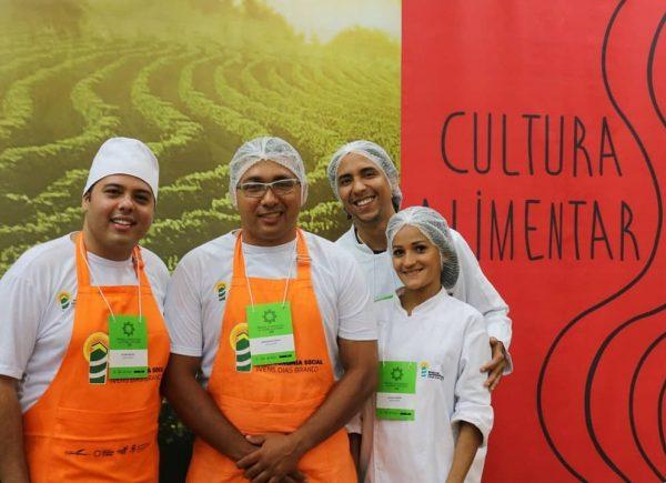 Escola de Gastronomia Social Ivens Dias Branco lança livro na Bienal
