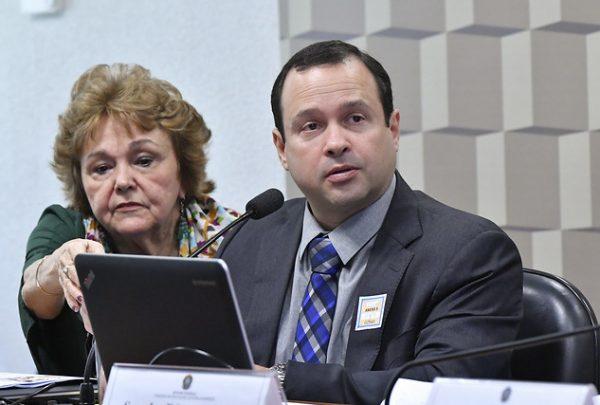 Igor Queiroz Barroso apresenta Instituto Myra Eliane em audiência pública no Senado