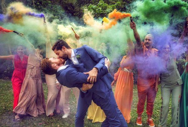 Casamento de Gabe Simas e Marcelo Klein traz decoração temática LGBT