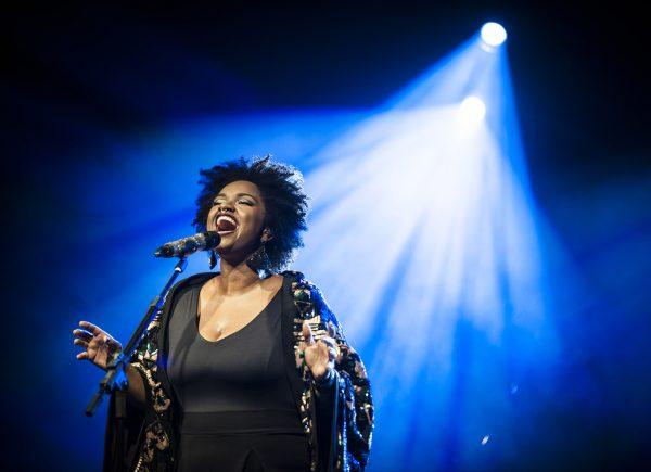 Música como combate ao racismo é tema de espetáculo com Ellen Oléria na Caixa Cultural