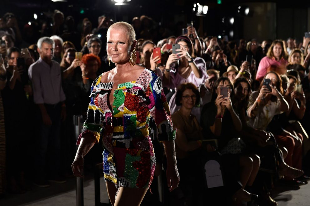 Desfile da The Paradise marca retorno de Xuxa às passarelas