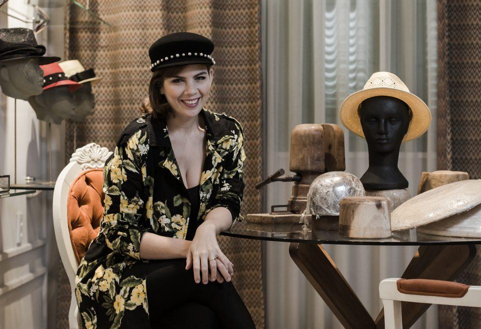 Chapeleira Jomara Cid lança nova coleção para noivas