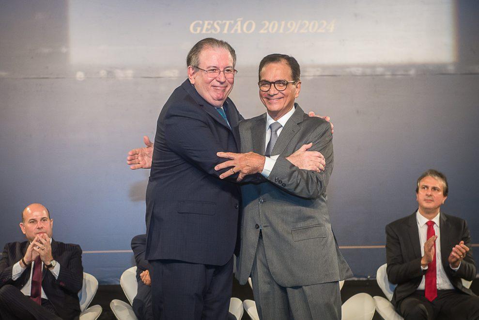 Posse de Ricardo Cavalcante, na presidência da FIEC, reuniu mundo empresarial e social em peso