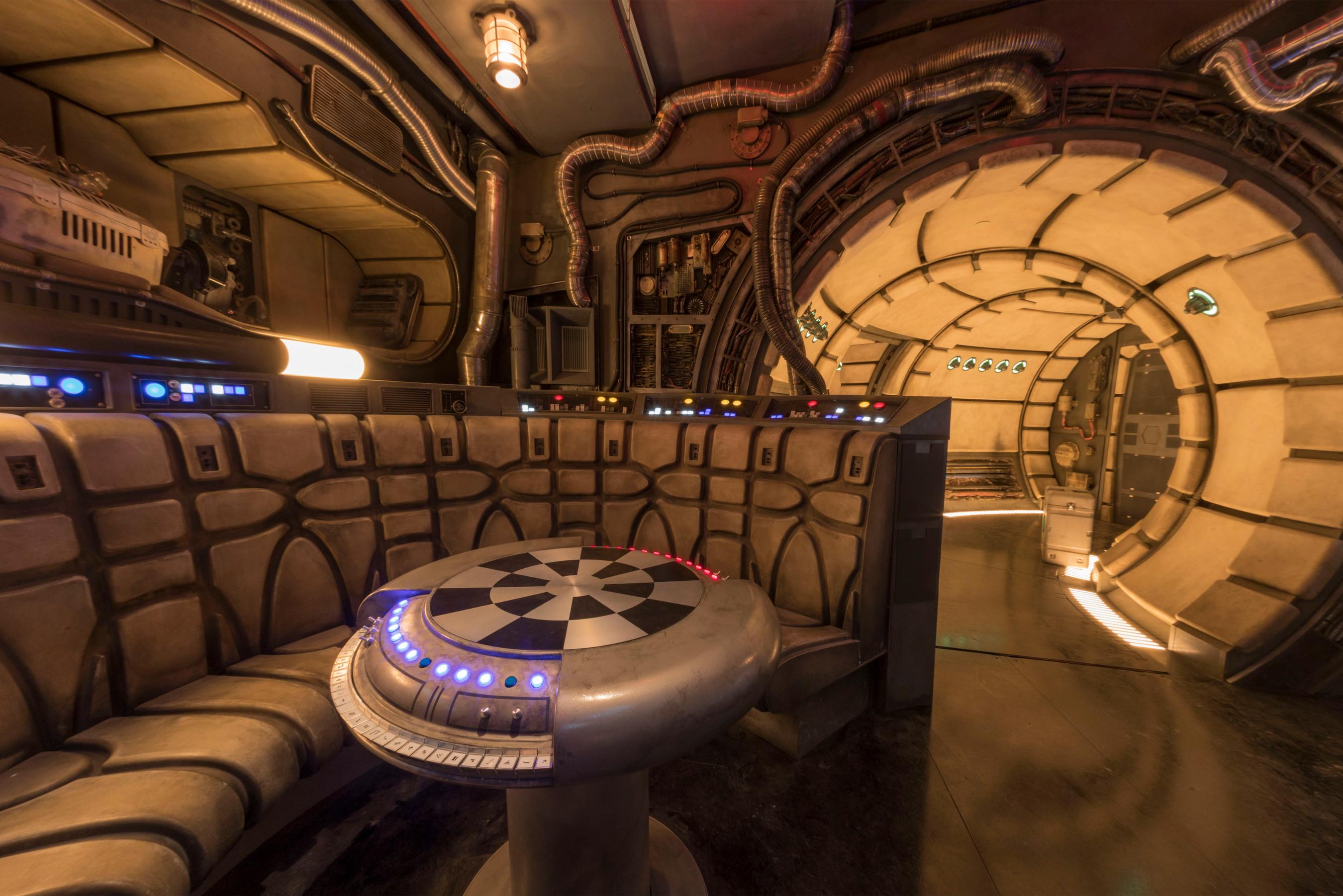 Star Wars: GalaxyÕs Edge Ð Chess Room in Millennium Falcon: Smugglers Run -  Márcia Travessoni - Eventos, Lifestyle, Moda, Viagens e mais