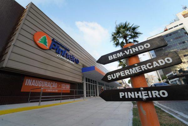 Supermercado Pinheiro inaugura unidade com serviço de autoatendimento