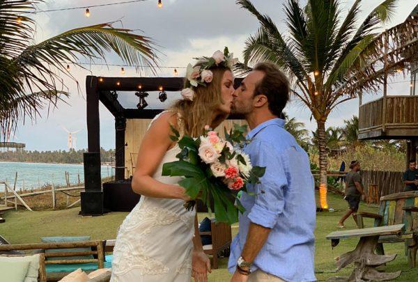Roger Flores e Betina Schimidt casam em Icaraizinho de Amontada