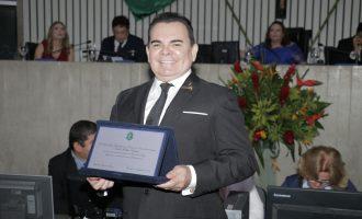 Walker Cabeleireiros recebe homenagem da Assembleia Legislativa pelos 40 anos de trajetória