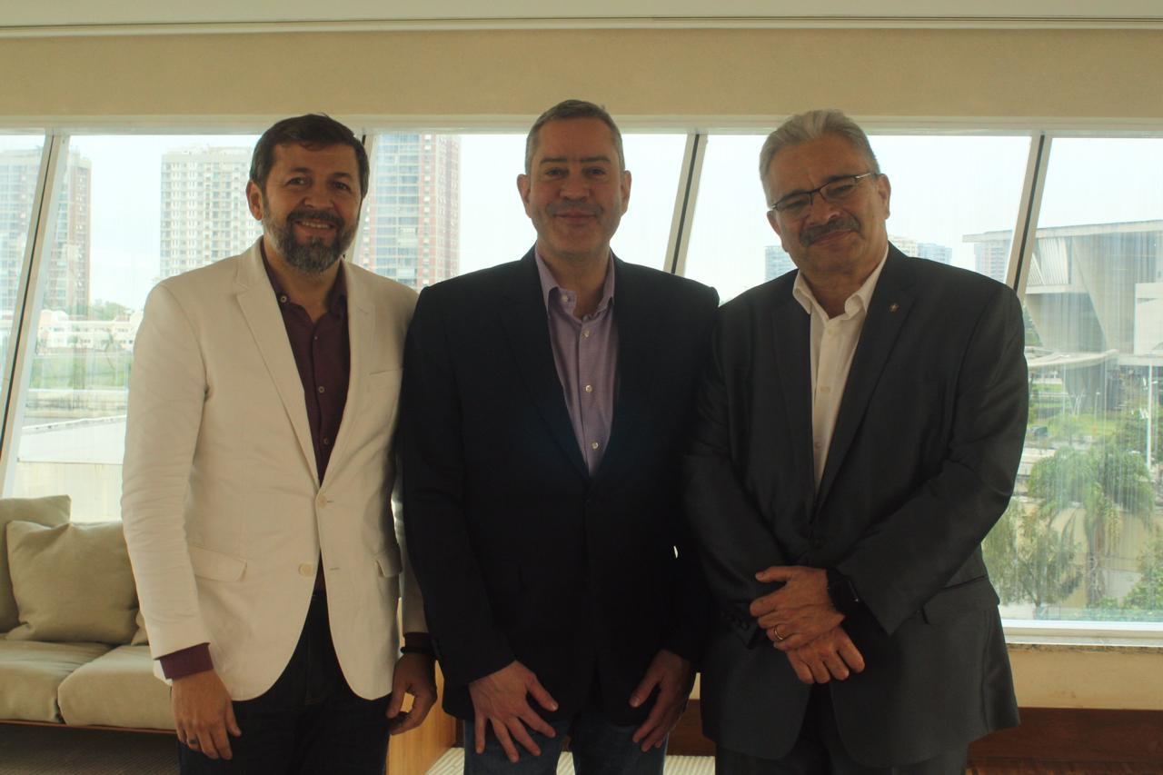Élcio Batista visita a sede da Confederação Brasileira de Futebol