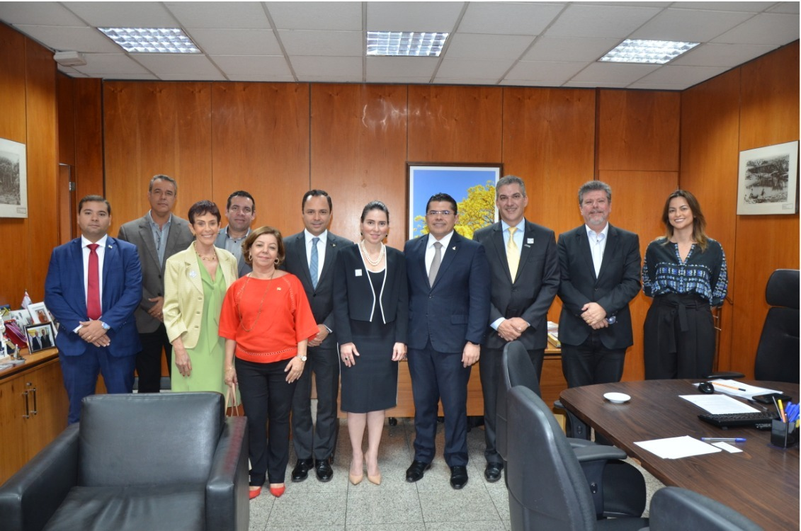 Secretária Águeda Muniz apresenta Programa Fortaleza Online em Brasília