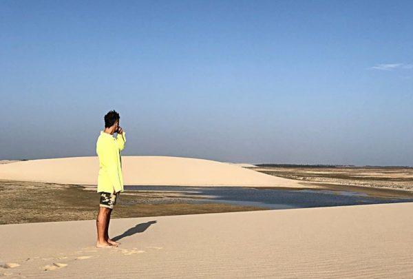 Bruno Gagliasso viaja para Ceará e aproveita praia em Jericoacoara