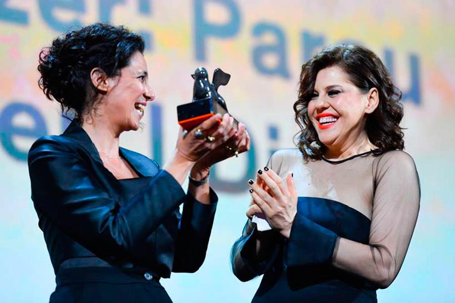 Bárbara Paz se torna a primeira brasileira premiada no Festival de Veneza; saiba mais