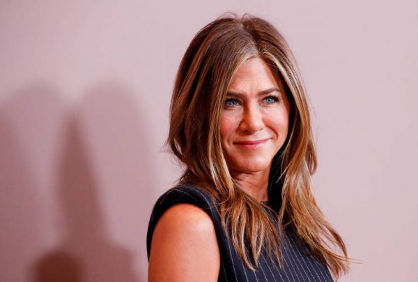 Jennifer Aniston entra no Instagram e posta clique exclusivo com elenco de Friends