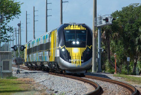 Trem que vai ligar Miami a Orlando já opera em alguns trechos