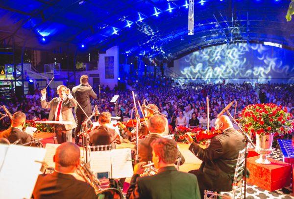 Orquestra do Maestro Isaías Alexandre promete surpreender, em som e ritmo, no Anjos do Natal 2019
