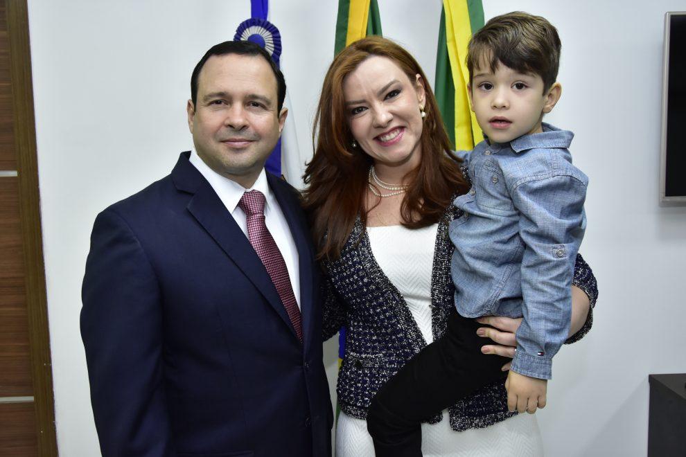 Igor Queiroz Barroso recebe a Medalha Boticário Ferreira em prestigiada solenidade
