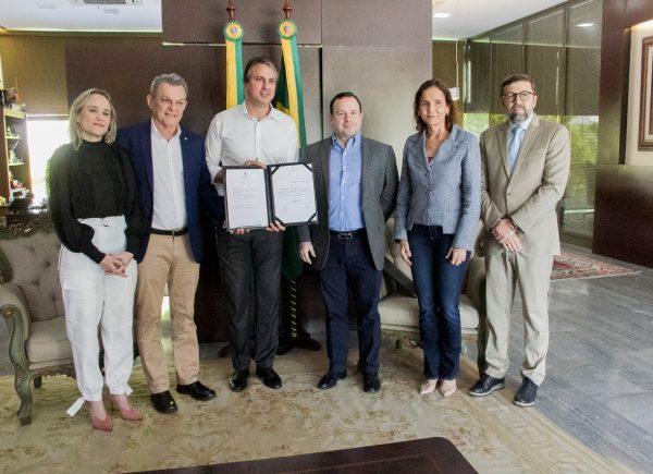 Camilo Santana sanciona lei que torna o Instituto Myra Eliane entidade de utilidade pública