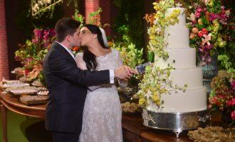Gabriela Geleilate e Thiago Afonso trocam alianças em cerimônia emocionante