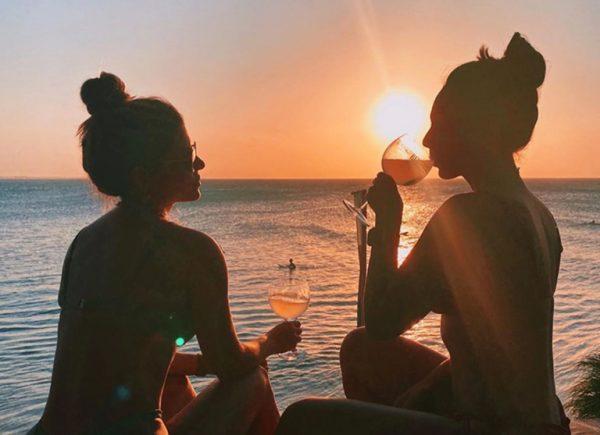 Dupla Carioca em Jeri: Fernanda Britto e Mariana Reis visitam o litoral cearense