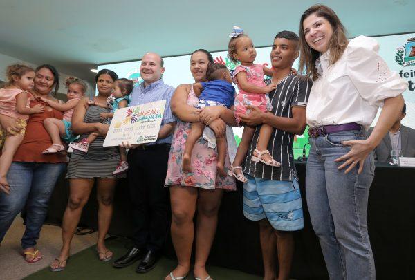 Prefeito Roberto Cláudio e primeira-dama Carol Bezerra lançam Cartão Missão Infância