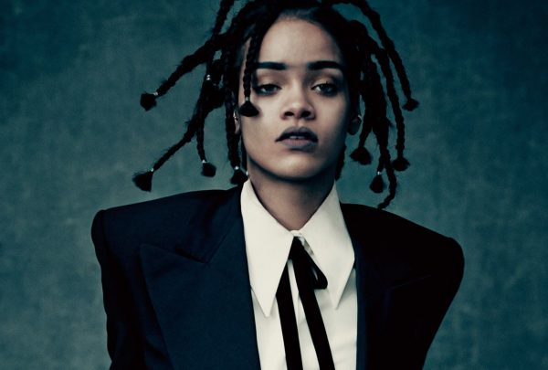 Rihanna lança autobiografia visual com mais de 500 páginas; livro está em pré-venda