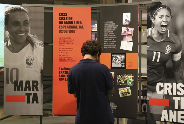 Exposição apresenta trajetória do futebol feminino no Brasil