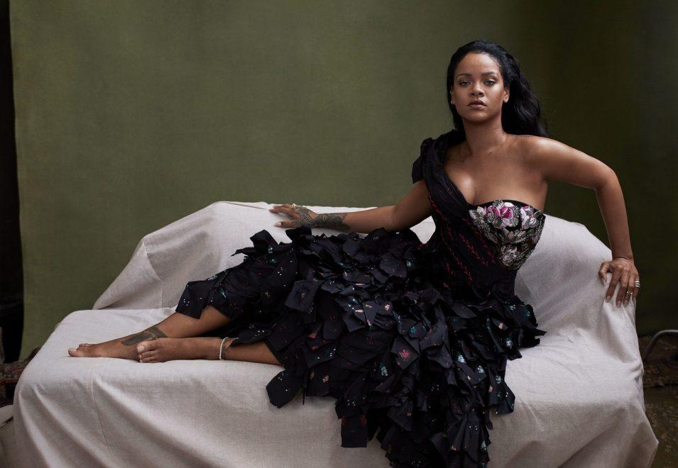 Rihanna estampa capa da Vogue e confirma influências do reggae em novo disco