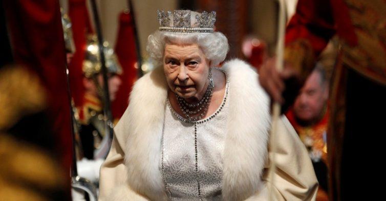 Rainha Elizabeth bane roupas de origem animal do guarda-roupa