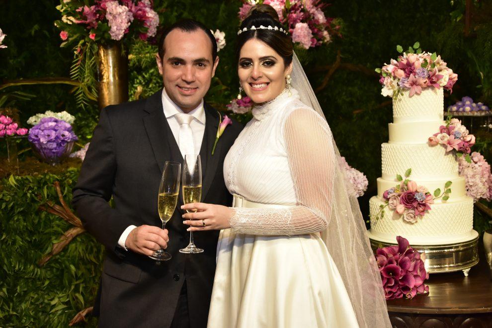 Raissa Laprovitera e Felipe Barbalho trocam alianças no Bocca Bistrô; veja as fotos