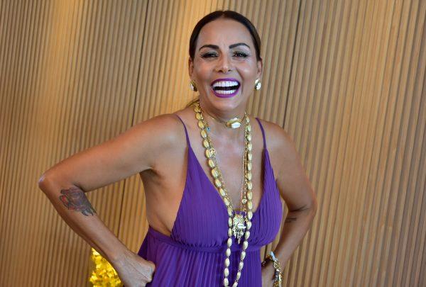 Gil Santos comemora aniversário com presença ilustre de Vanessa da Mata