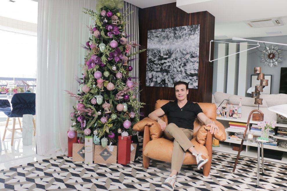 Décor de Natal: Rodrigo Maia foge do tradicional e aposta nas cores para a árvore