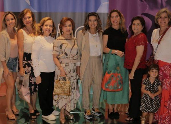Márcia Travessoni e Grupo das Anjas fazem ação especial de vendas na Estrelário; veja os cliques