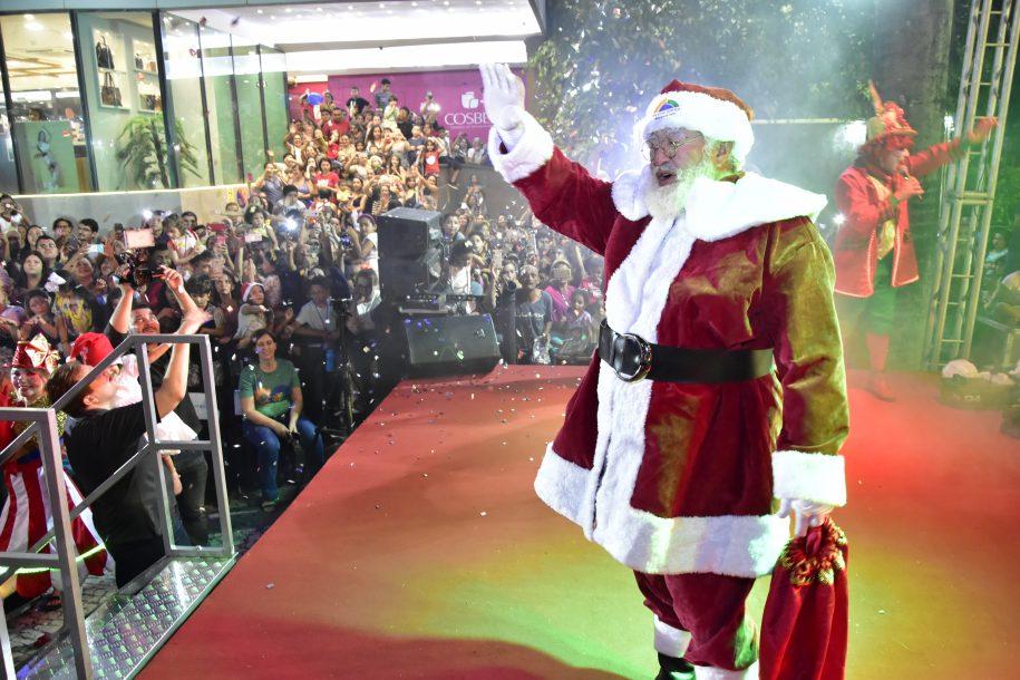 Saiba como foi a chegada do Papai Noel no Shopping Benfica
