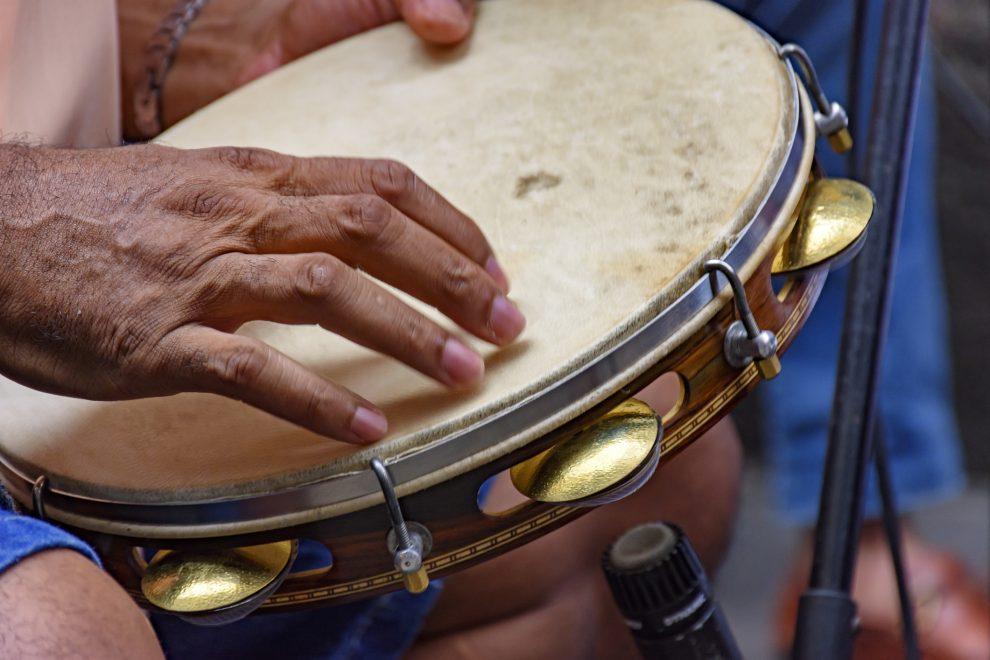 Mercado dos Pinhões comemora dia do samba com mais de dez horas de música