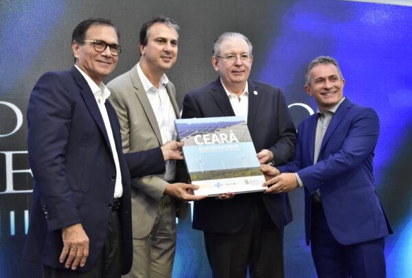 Fiec lança Atlas Eólico e Solar durante almoço com governador Camilo Santana