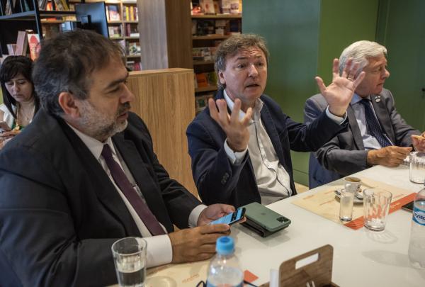 Presidente do Sistema Fecomércio Ceará, Maurício Filizola, e cônsul argentino debatem perspectivas da Câmara Argentina-Ceará