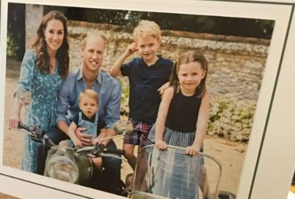 Kate Middleton e príncipe William enviam cartões de natal com foto da família