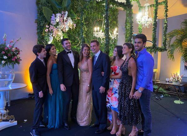 Alexandra e Fred Pinto celebram a formatura de Felipe em Medicina