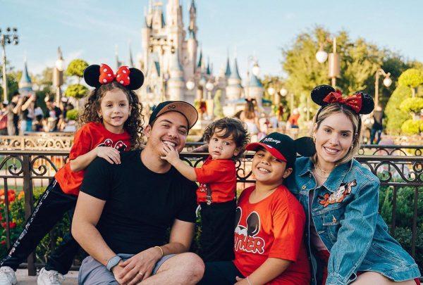 Família de Wesley Safadão curte férias em Orlando